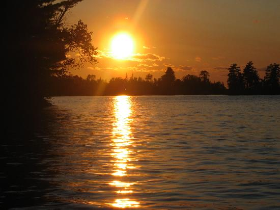 Ludlow's Island Resort: A beautilful sunset on Lake Vermillion