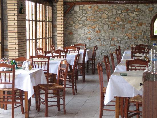 Ioannis Apartments: Ioannis Studios, restaurant interior