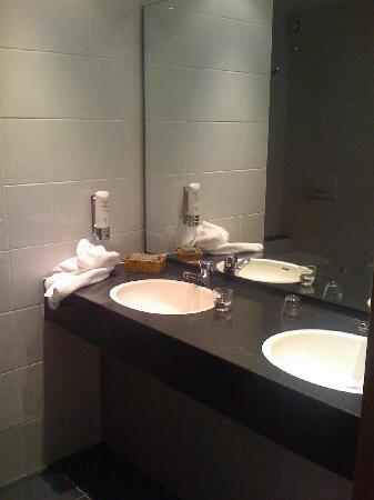 Hotel Pax : Bathroom, quite nice