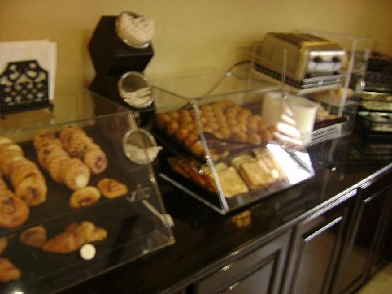 Best Western JFK Airport Hotel: Yummy food