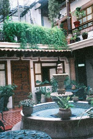 Los Escudos: courtyard outside the room