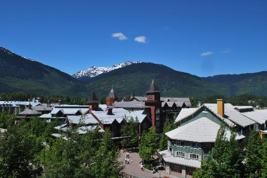 Pan Pacific Whistler Village Centre: The view from our balcony (on the 6th floor)