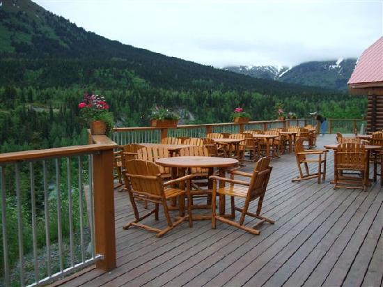 Kenai Princess Wilderness Lodge: Terrace with lovely views