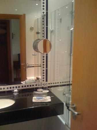 Radisson Blu Ridzene Hotel: bathtub/shower combo