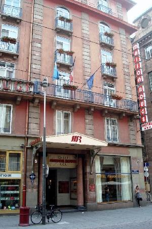 Maison Rouge Hotel : Exterior entry