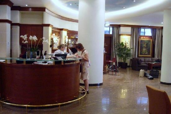 Maison Rouge Hotel : Lobby