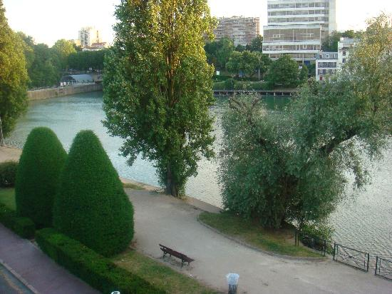 Kyriad Prestige Joinville Le Pont: View of the Marne River near hotel