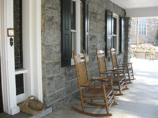 Kennett House Bed & Breakfast: A welcoming porch at the Kennett House