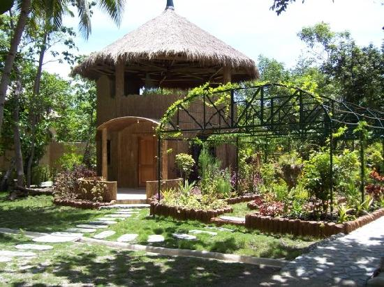 Cabilao Island, Filipinas: Hobbit House Bungalow especially for honeymooners