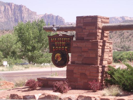 Majestic View Lodge: Entrance Sign