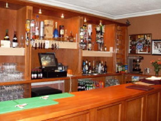 Phelans Woodview House: phelans bar