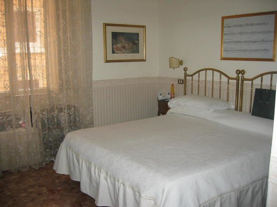 All'Opera Bed and Breakfast : From doorway  looking towrds  bed