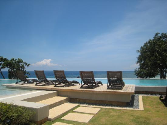 Amorita Resort: THE infinity pool