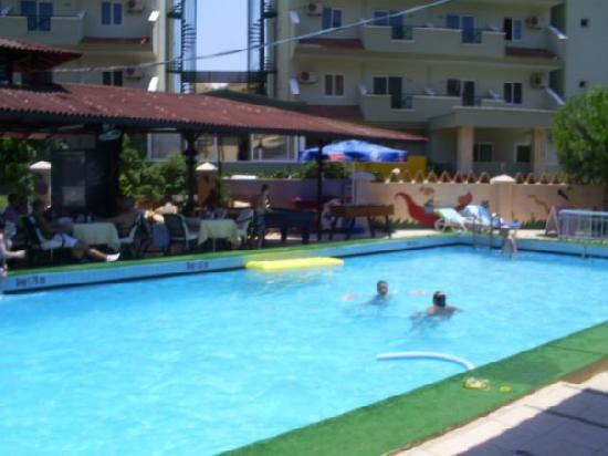 Grand Villa Sol Apartments: The Pool