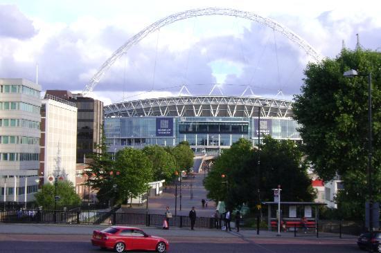Premier Inn London Wembley Park Hotel: Wembley Stadium from outside the Hotel