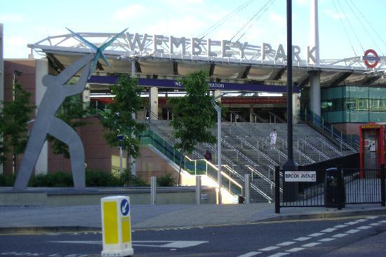 Premier Inn London Wembley Park Hotel: Wembly Park Tube Station across the street