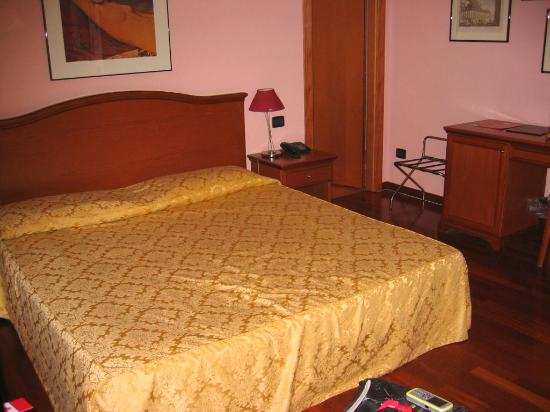 Albergo Del Duca: Room photo 1