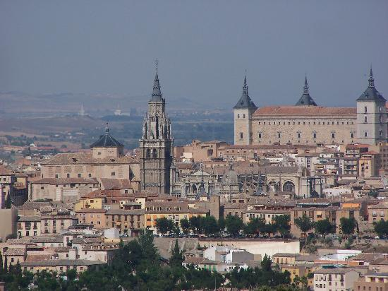 Hotel La Almazara: View - cathedral