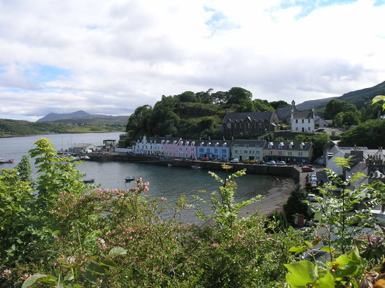 The Royal Hotel: HARBOUR SIDE PORTREE