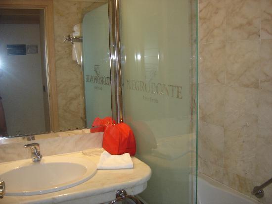 Negroponte Resort Eretria : salle de bains