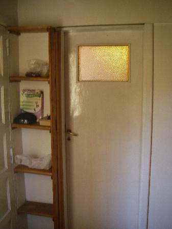 La Barraca Hostel : Beyond that door, a common room