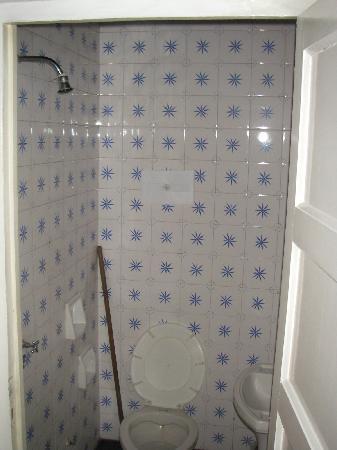 La Barraca Hostel : Spacious broom, ah.. shower + tiolet