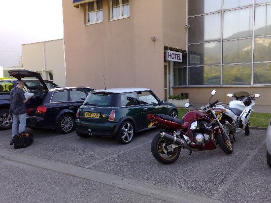 Kyriad Grenoble Nord - Le Fontanil: Kryiad Entance