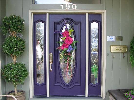 """Lavender Patch Bed & Breakfast: The entry way says """"Welcome to your weekend home"""""""