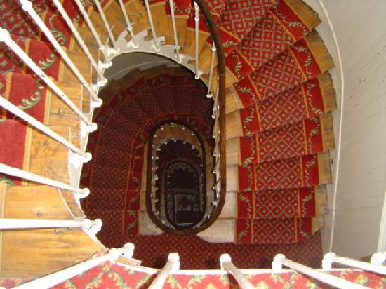 HOTEL HELIOT: Stairwell