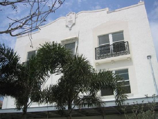 "The Fountain Condominium Hotel : Outside of ""The Fountain"" Condo In South Beach"
