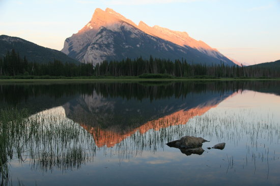 Parc national Banff, Canada : Mount Rundle and reflections at Vermillion Lake
