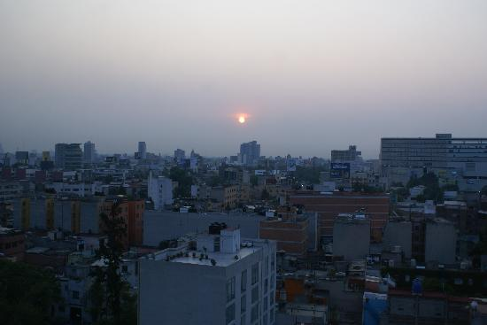 Radisson Hotel Flamingos: A hazy morning in Mexico City