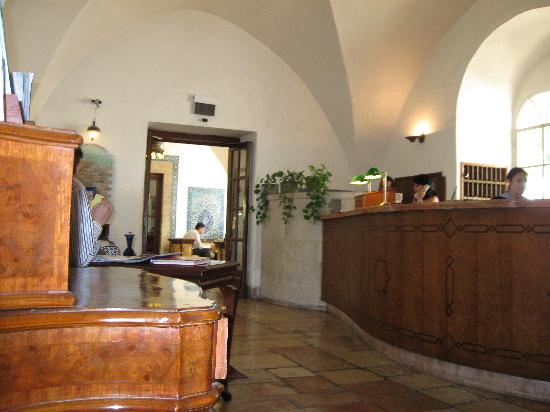 The American Colony Hotel: Front Desk