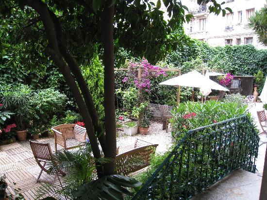 Nice Garden Hotel: View of garden from room
