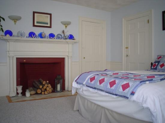 Northey Street House Bed and Breakfast: The Captain's room where we spent two nights