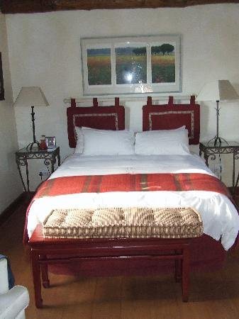 The Garden House: The Queen sized bed in the cottage