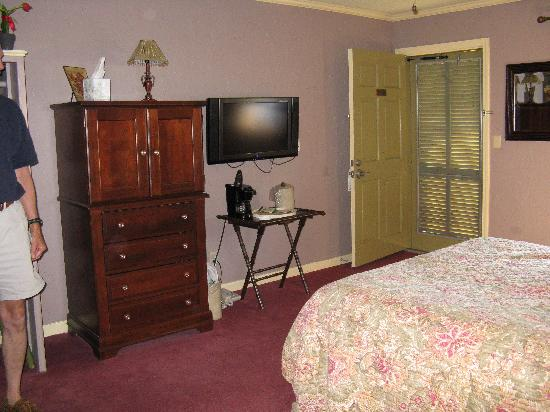 The Village Inns of Blowing Rock: Hillwinds Inn: Hillwinds Inn, Blowing Rock, NC