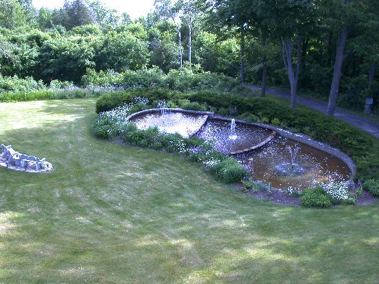 Country House Resort : looking down at fountain