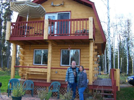 Riverbend Log Cabins & Cottage Rentals: Big Al and I in front of the Chinook Cabin