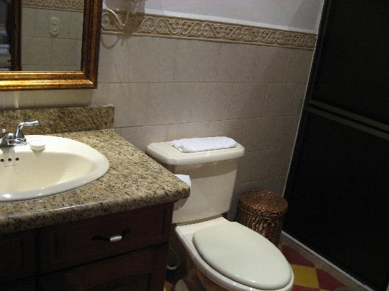 La Perla Hotel: Bathroom with granite countertop, toiletries, water bottles, plush towels, hair dryer
