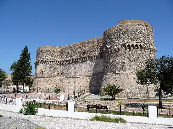 Castello Aragonese : The rear wall of the castle
