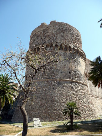 ‪‪Reggio Calabria‬, إيطاليا: Castle tower‬