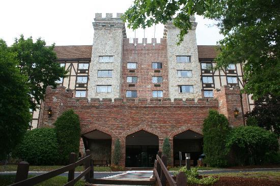 Radisson Nashua Hotel: Front of the Castle
