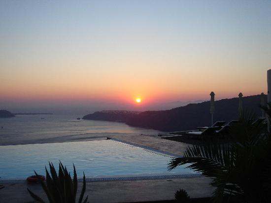 Anastasis Apartments: Sunset over Oia from the Anastasis