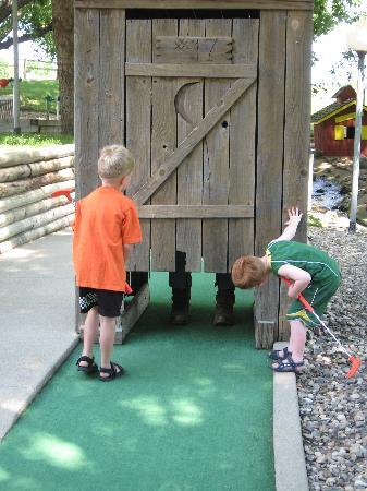 Ranch Okoboji: Cutest Mini Golf Hole! Kids couldn't believe it!