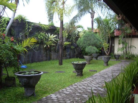Puri Mango Hotel: The garden area at Puri Mango