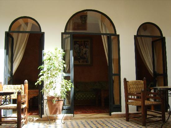 Riad Marana: Patio et petit salon