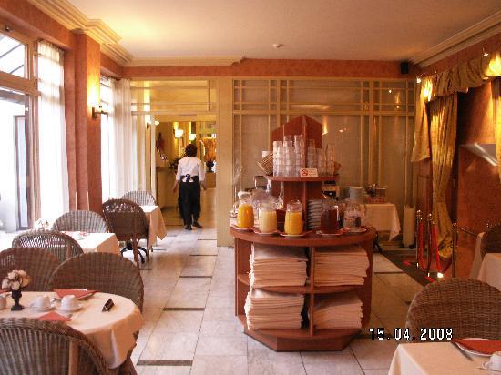 Flanders Hotel: The breakfast room