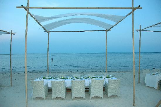 Villa Nalinnadda: beach dinner