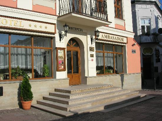 Hotel Ambasadorski: Front entrance
